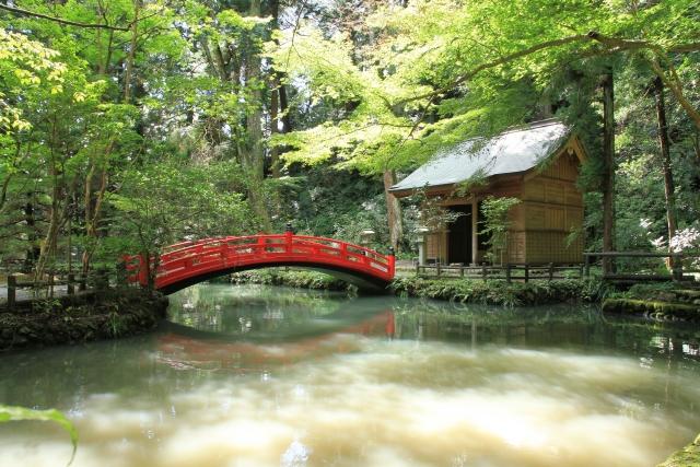 小國神社 赤い橋