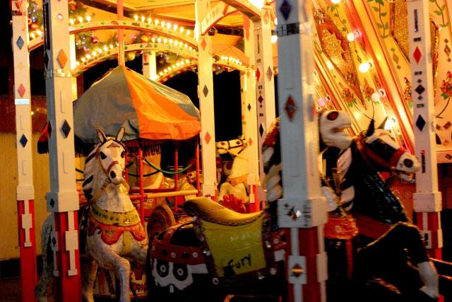 クリスマスマーケット 大阪 メリーゴーランド