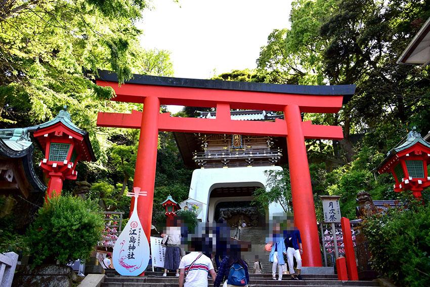 江ノ島神社の朱の鳥居