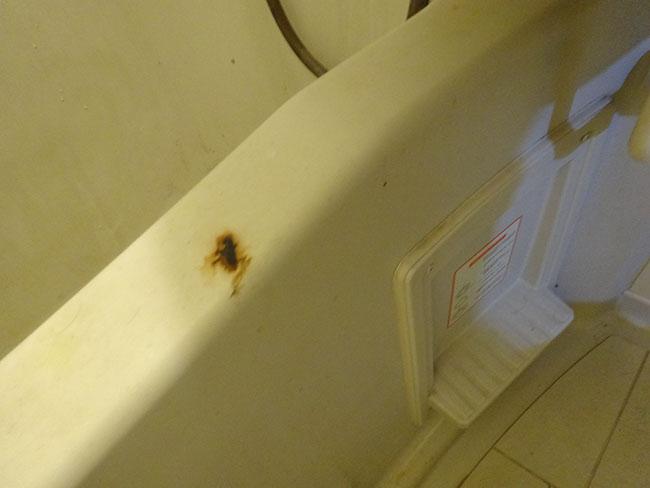 白髪染め浴槽汚れ